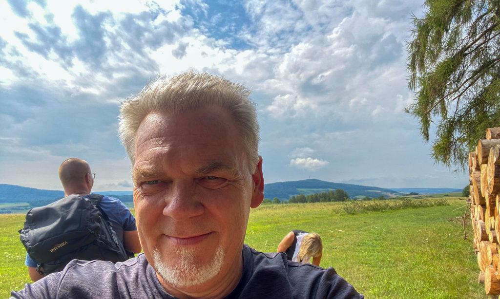 Wandern und Termine in Nordhessen finden - Michael Martin-Leck auf dem neuen Diemeltaler Schmetterlings-Steig unterwegs